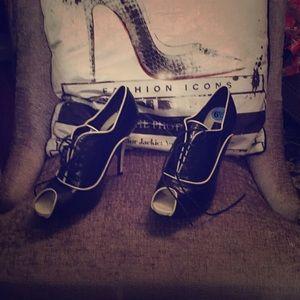 Black & White Steve Madden tie up peep toe booties